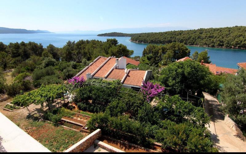 Apartment Hvar for 2 with Garden View, alquiler de vacaciones en Vrboska