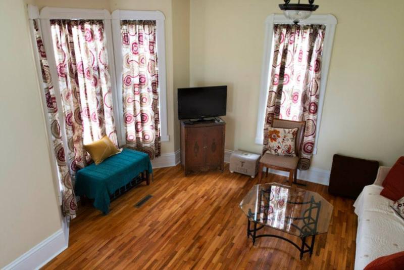 Sala de estar con TV/reproductor de DVD para el entretenimiento
