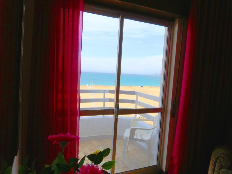 Fantastic Ocean/Beach Front Condo, vacation rental in Nazare
