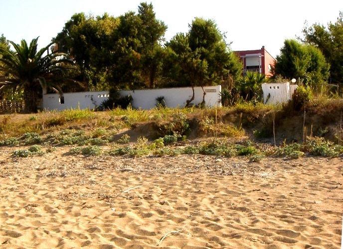 Kanali-Villa-Sofia. Just on the sandy beach, Sleeps 4+2kids, Family-friently., location de vacances à Nikopolis