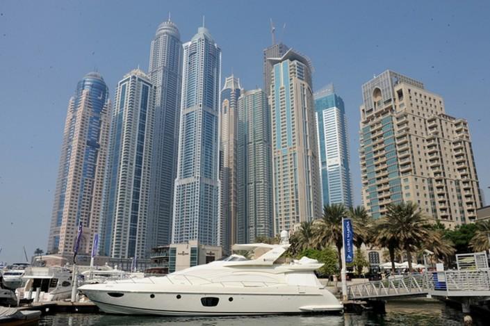 Superb 1226 sq foot marina two bed apartment, alquiler vacacional en Dubái