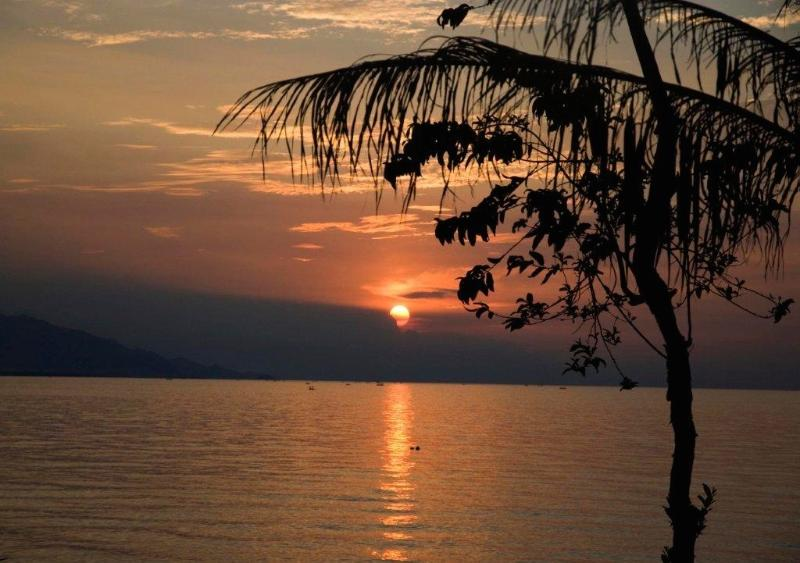 Zonsondergang, recht tegenover het terras