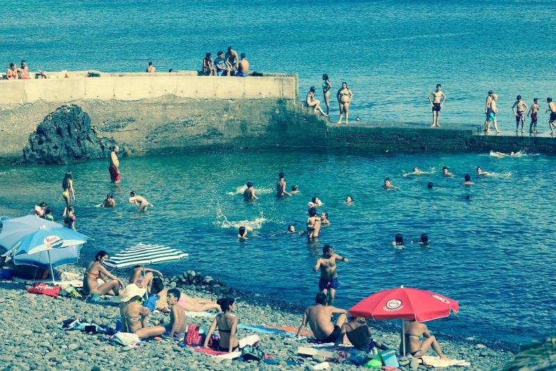 Muelle Caniçal, playa y muelle donde se puede tener acceso al océano Atlántico, muy limpio, caliente wat
