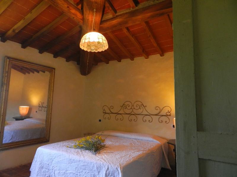 Romántico dormitorio doble grande