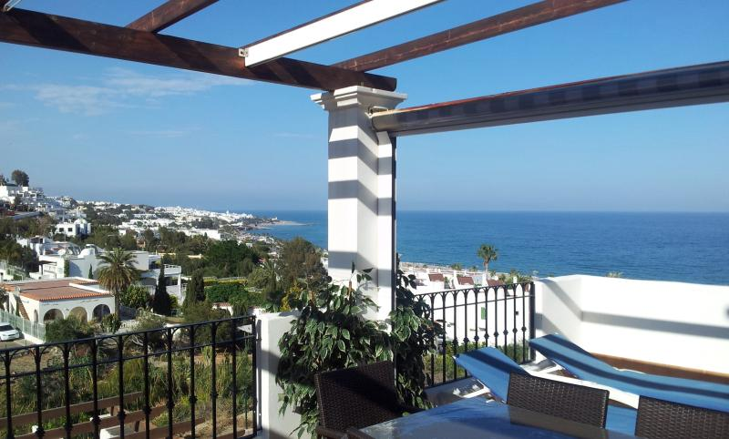Bonitas vistas al mar y a la montaña, holiday rental in Mojacar