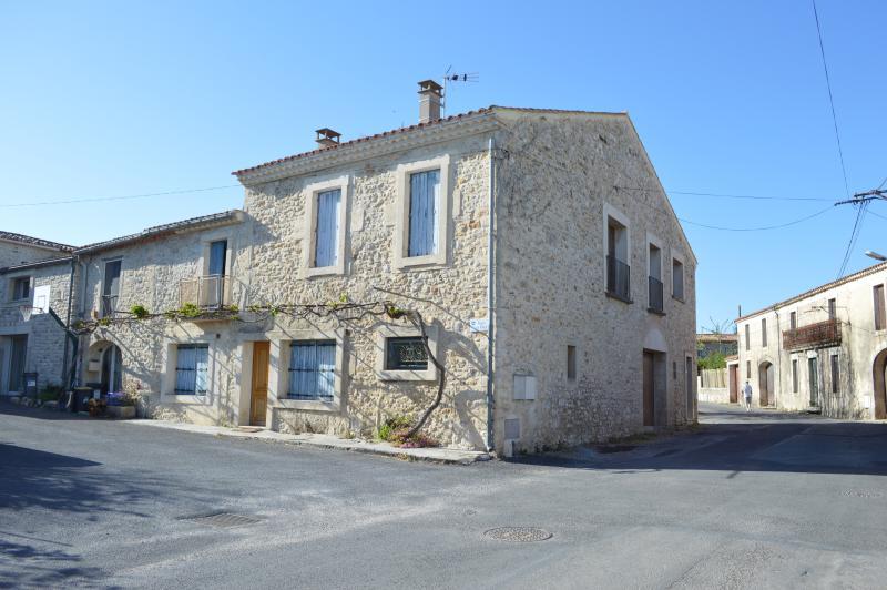 Appartement dans maison de village de caractère, holiday rental in Souvignargues