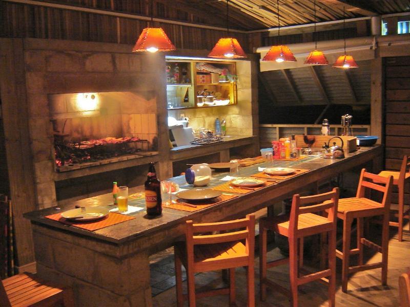 La Amistad Cottages, La Barbacoa Lounge  Barbecue Countertop.