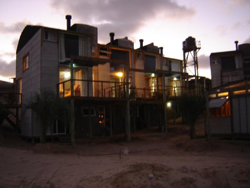 La Amistad Cottages La Barbacoa Lounge in twilight