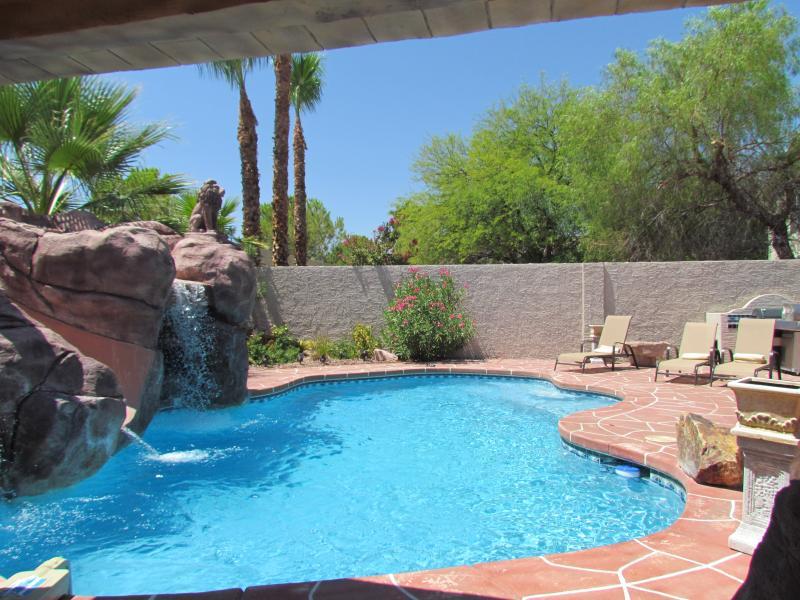 Paradise in Las Vegas, free solar heated pool, holiday rental in Las Vegas
