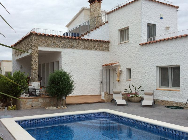 Villa Empuriabrava - all inclusive price, location de vacances à Empuriabrava