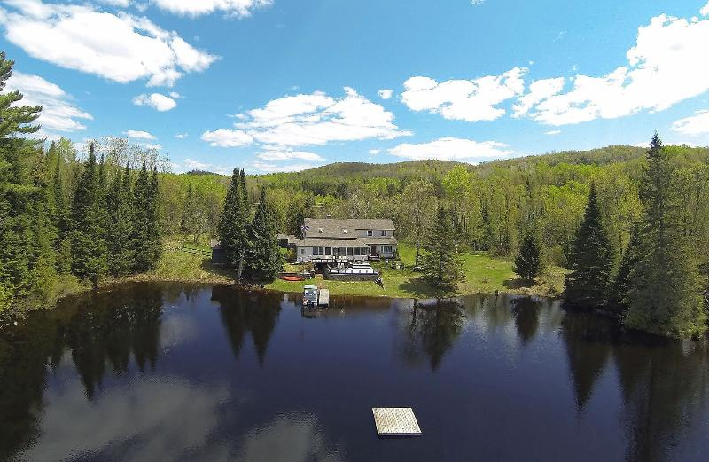Enjoy the privacy of lac-des-Iles