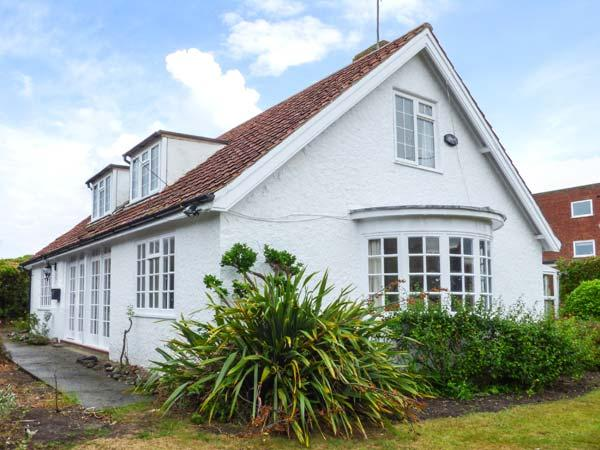 THE DINGLE, pet-friendly, close to amenities and beach, enclosed garden, in – semesterbostad i East Runton
