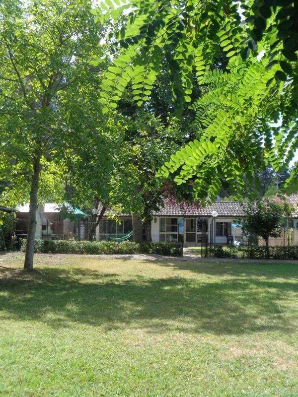 Vista della casa dal giardino