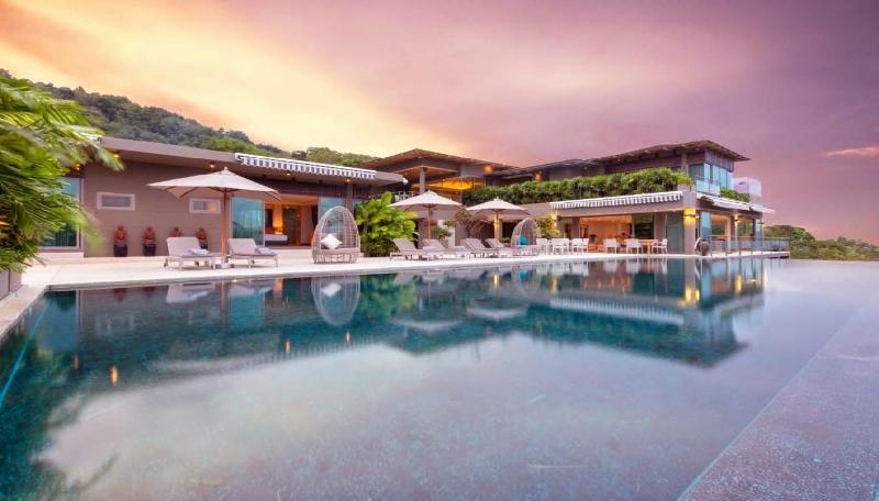 Sensational Layan Beach 7 Bedroom Villa, holiday rental in Thep Krasattri