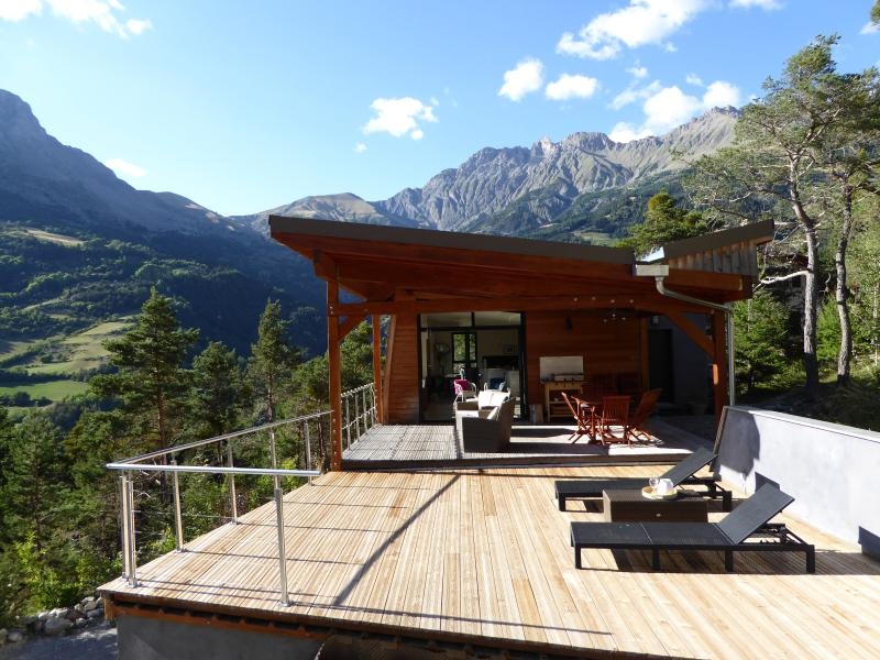 CHALET CONTEMPORAIN PRES BARCELONNETTE, holiday rental in Meolans Revel