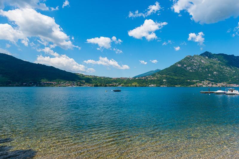 il lago lungo la pista ciclabile