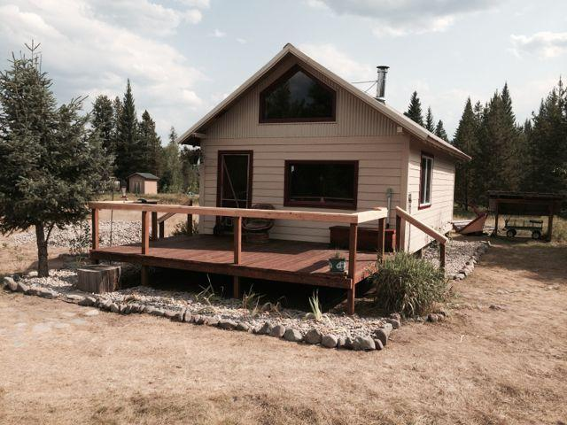 Charming cabin near Glacier Park, alquiler de vacaciones en Polebridge