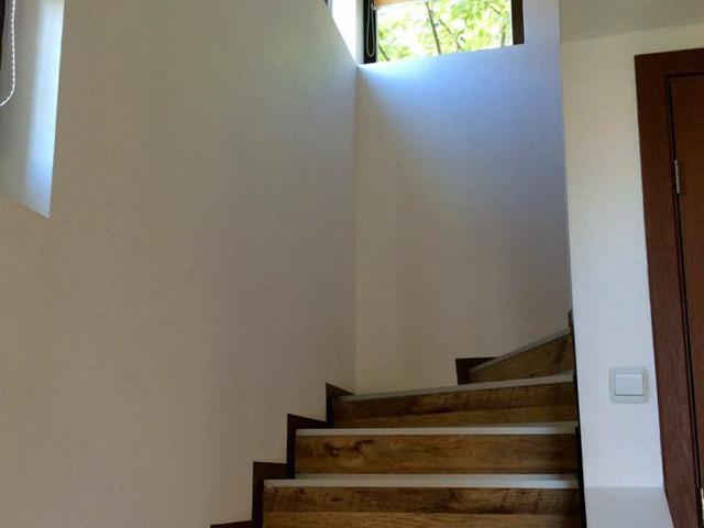 Staircase (please note - no handrail).