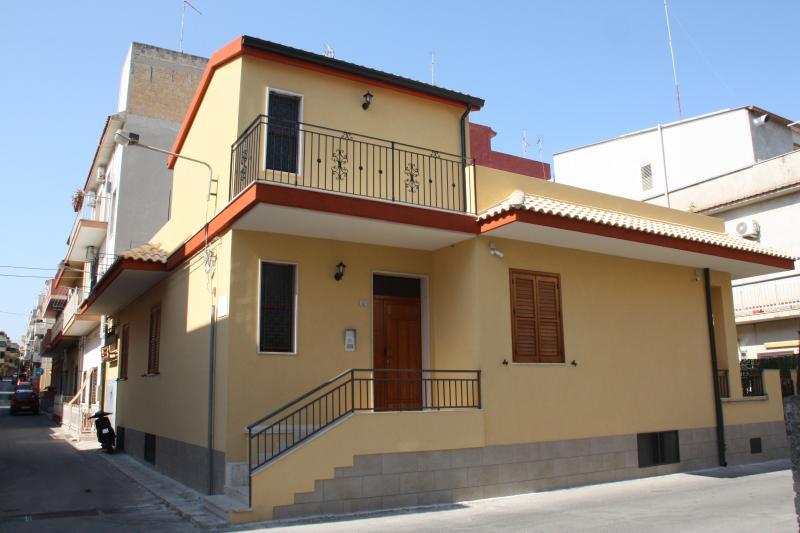 casa vacanze 'Viola' in abitazione singola, vacation rental in Pozzallo