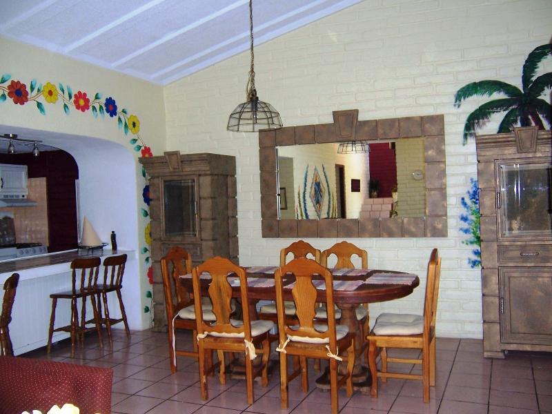 Dinning area next to the kitchen