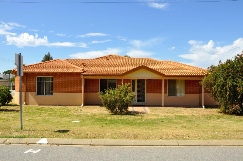 Cannington Home Accommodation House 1 (Free WiFi), casa vacanza a Southern River
