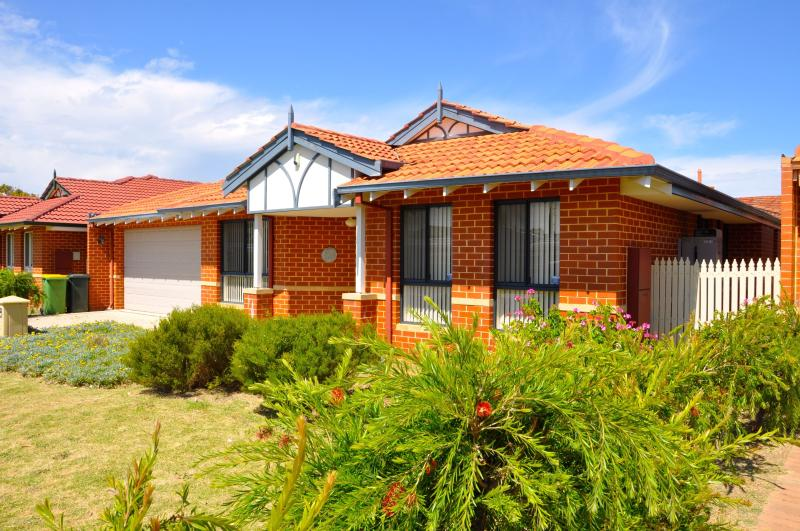 Cannington Home Accommodation House 2 (Free WiFi), holiday rental in Canning