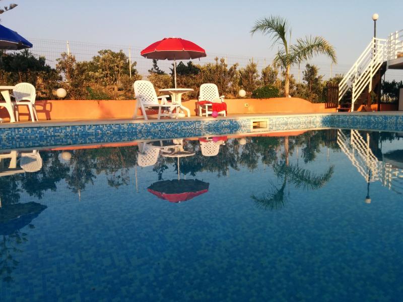 Villa con piscina, 5 posti letto, 2 bagni, location de vacances à Ispica
