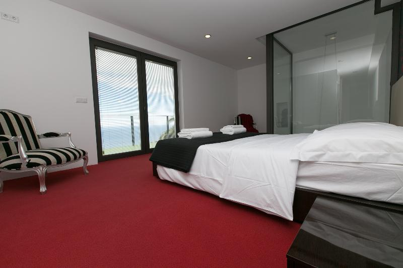 Bedroom 1 - Suite - with sea view.