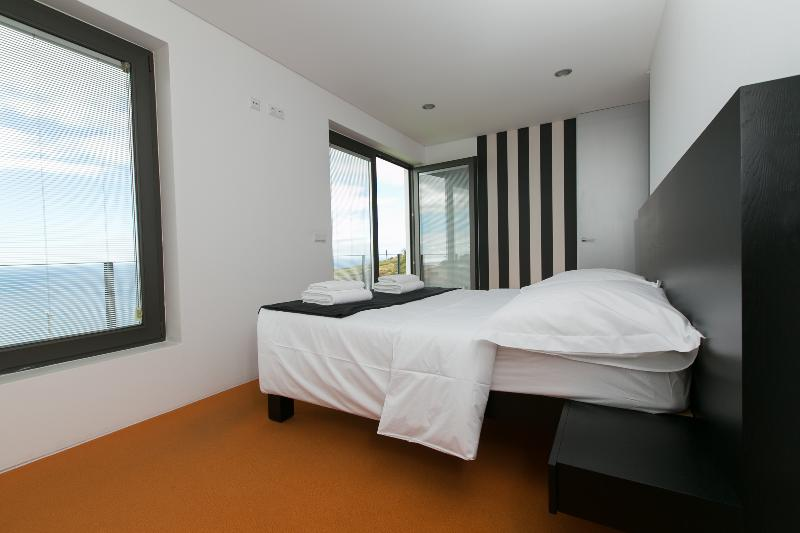 Bedroom 2 - Suite - with sea view.