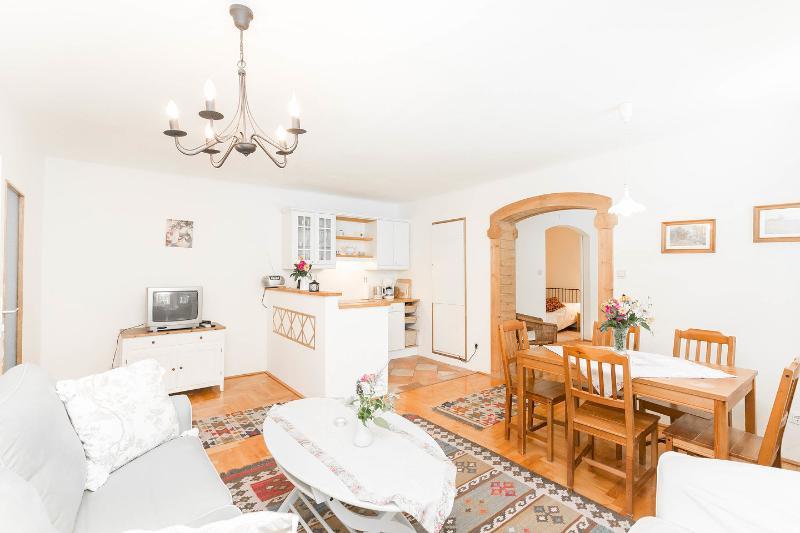 AlteVilla Apartment Silvia, holiday rental in Kaumberg