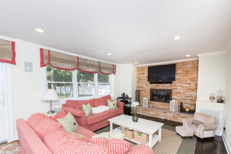 Quaint Seaside Retreat With Full Gym, vacation rental in Hampton Bays