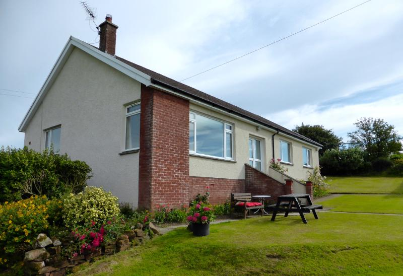 AULDBYRES BUNGALOW 4 bedroom farm cottage near Ayr, aluguéis de temporada em South Ayrshire