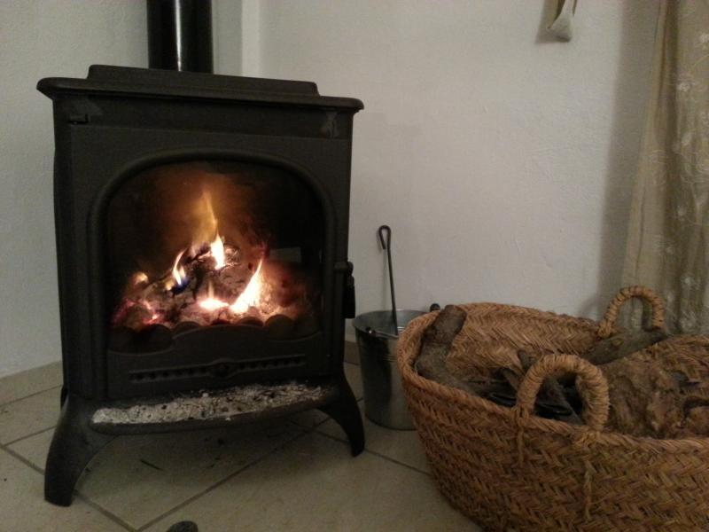 La estufa de leña para el invierno