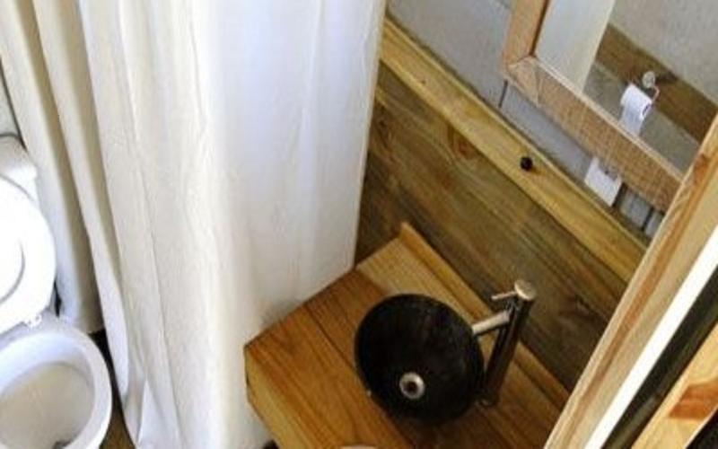 La Amistad Cottages #5 Family Bathroom Detail