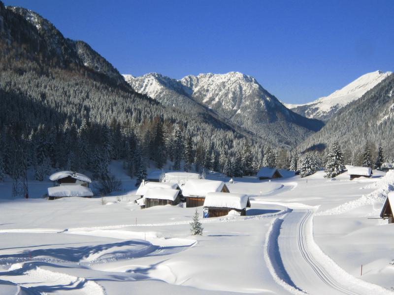 Baite al Passo San Pellegrino dopo una abbondante nevicata