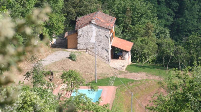 La Rocca, Rustic and Rural Holiday Villa with Large Pool, Fornaci di Barga,, vacation rental in Cardoso