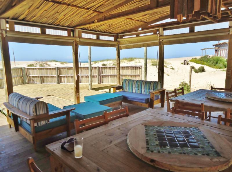 La Amistad Cottages, La Barbacoa Lounge.