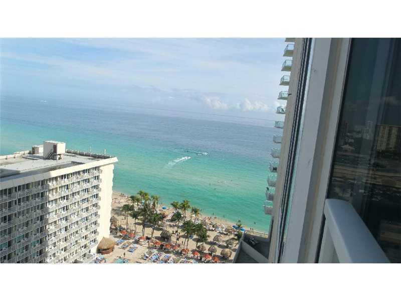 LA PERLA OCEANFRONT ON THE BEACH  2/2 ON 18TH FL, holiday rental in Sunny Isles Beach