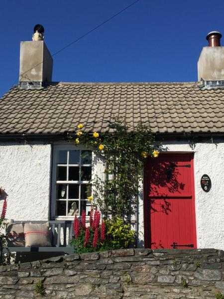 Rose Cottage - a cosy and deceptively spacious Irish cottage on the fringes of a historic village