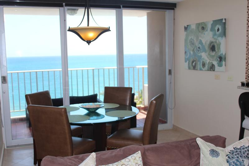 CONDADO - Modern 1 BR Beachfront & Oceanfront view, holiday rental in San Juan