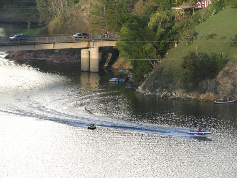 sports nautiques sur le barrage