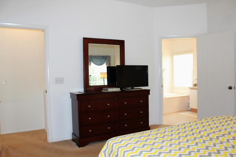 king size master with double vanity and garden tub