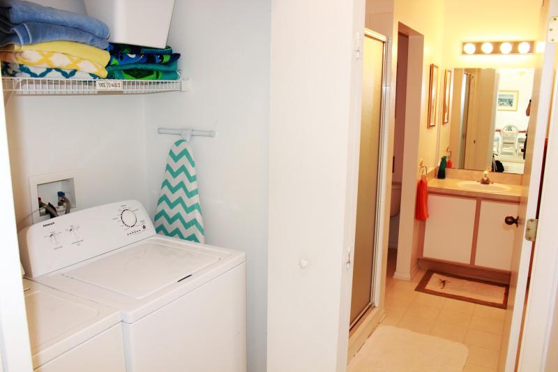 washer dryer pool/beach towels