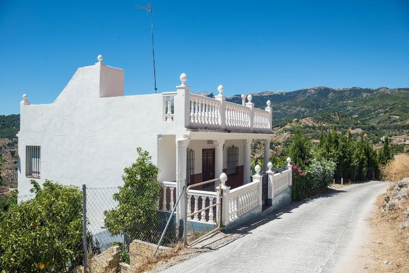 Diego/Yunquera 3 large Bedrooms Villa, holiday rental in Malaga