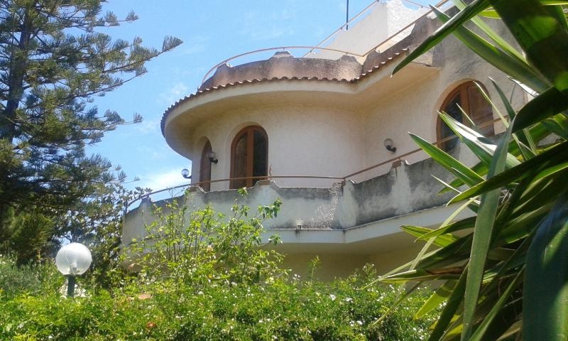 Light and sunny apartment in Villa, beach, near golf course, in nature reserve, casa vacanza a Villaggio San Leonardo
