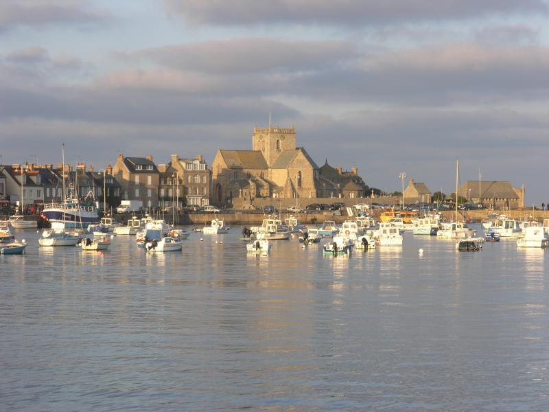 Le port de Barfleur (18 km)