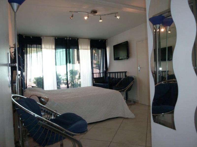 Bedroom  2 guests - 1 Bed 160 - Cot -   with Showerroom