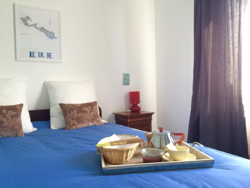 Bedroom 1: the blue bedroom, double bed.