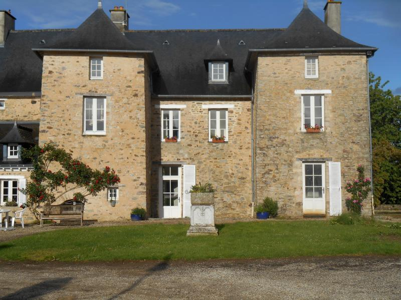 Welcome to the rectory of Dagmar, 2 minutes from the RN 157, at halfway between Paris and Brest