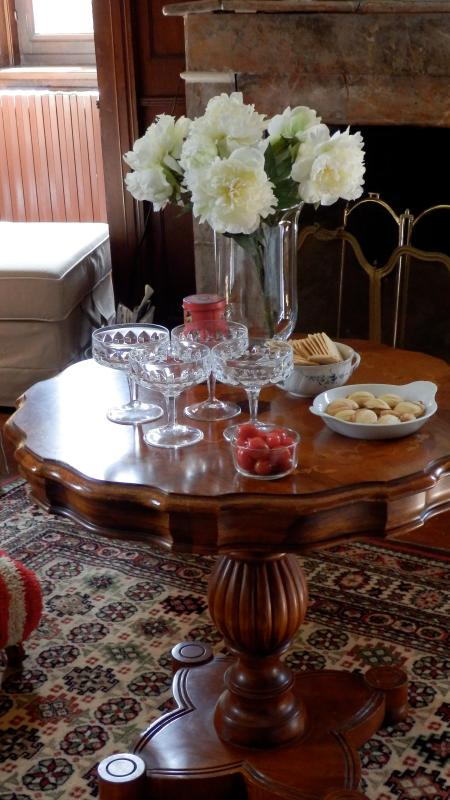 a glass of champagne or a festive aperitif?